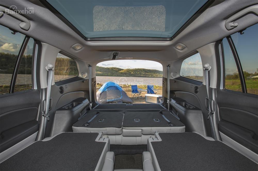 Đánh giá xe Honda Pilot 2017: Khoang chứa đồ càng lớn khi gập hàng ghế 2/3 a2