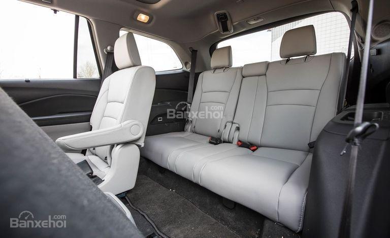 Đánh giá xe Honda Pilot 2017: Hàng ghế sau điều chỉnh nghiêng, trượt thuận tiện cho việc ra/vào xe a2