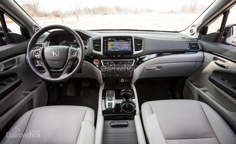 Đánh giá xe Honda Pilot 2017 về bảng điều khiển trung tâm