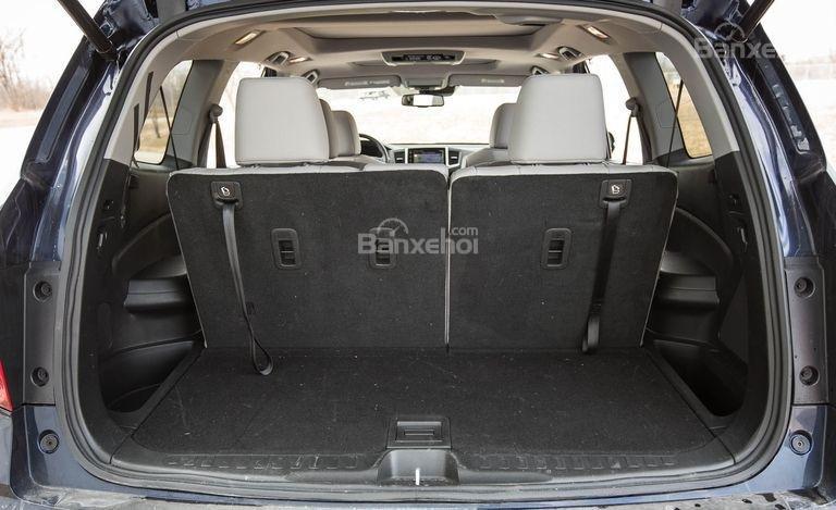 Đánh giá xe Honda Pilot 2017: Khoang chứa đồ càng lớn khi gập hàng ghế 2/3 a1