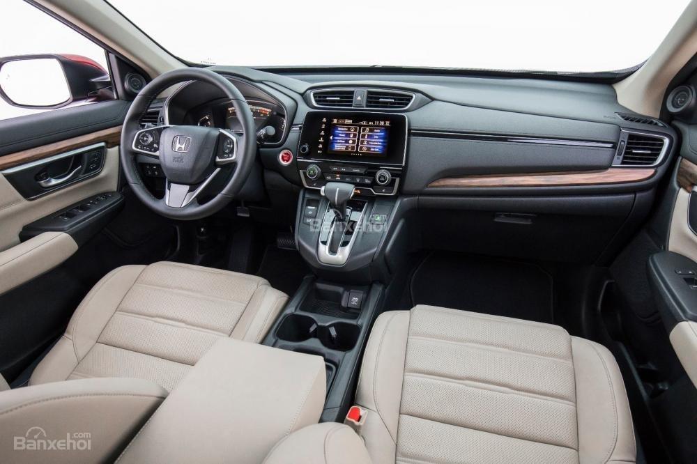 Honda CR-V 2018 5 chỗ sở hữu một trong những khoang nội thất rộng rãi nhất phân khúc/
