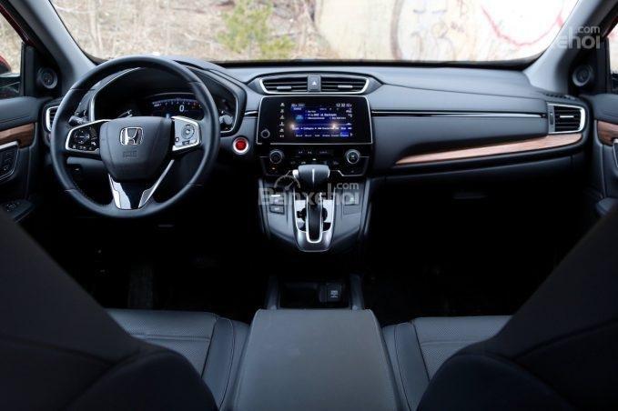 So sánh xe Honda CR-V 2018 và Ford Escape 2018 về trang bị tiện nghi..