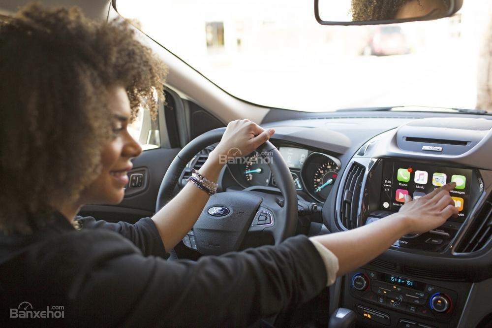 Ford Escape 2018 sở hữu khoang cabin với loạt công nghệ cao cấp nhất phân khúc.