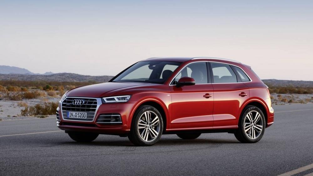 Audi Q5 2018 màu đỏ chụp từ phía trước