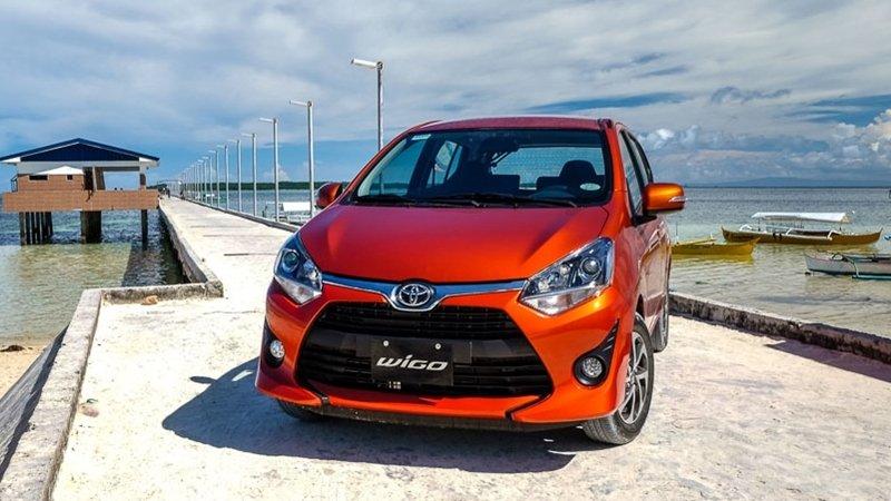 Ảnh chụp Toyota Wigo màu cam từ phía trước