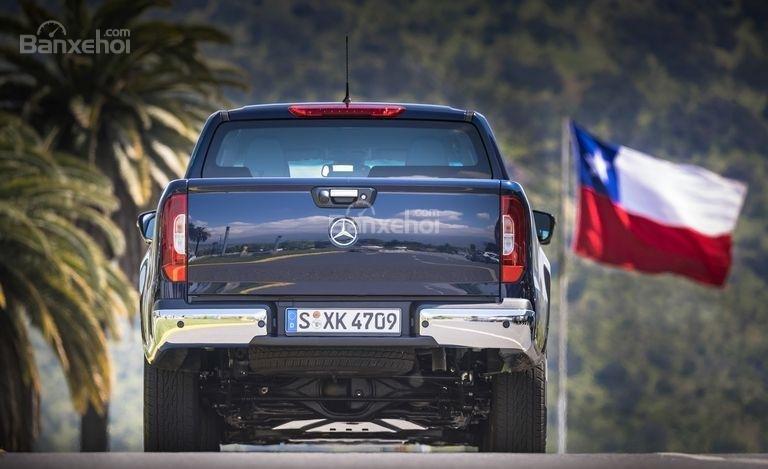 Đánh giá nhanh xe Mercedes-Benz X-Class 2018: Đuôi xe.