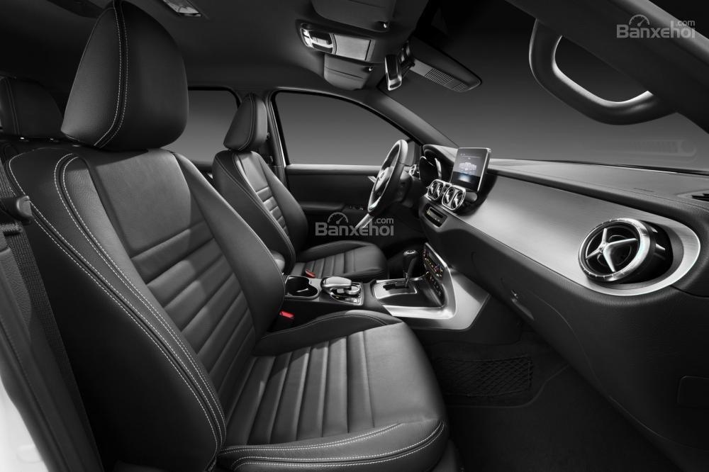 Đánh giá nhanh xe Mercedes-Benz X-Class 2018: Hàng ghế trước.