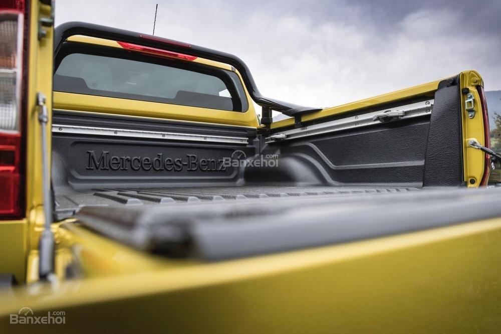 Đánh giá nhanh xe Mercedes-Benz X-Class 2018: Khoang chở hàng phía sau.