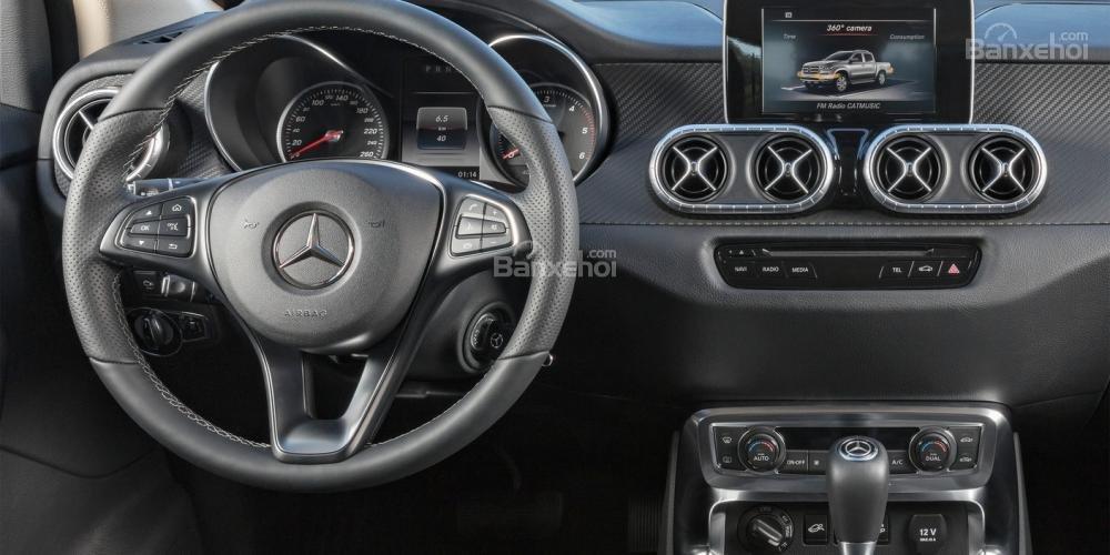Đánh giá nhanh xe Mercedes-Benz X-Class 2018: Bảng điều khiển.