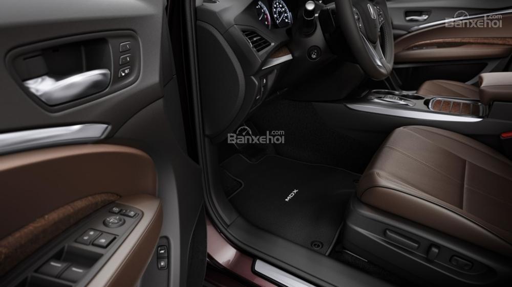 Đánh giá xe Acura MDX 2018: Khu vực bảng điều khiển cửa xe.