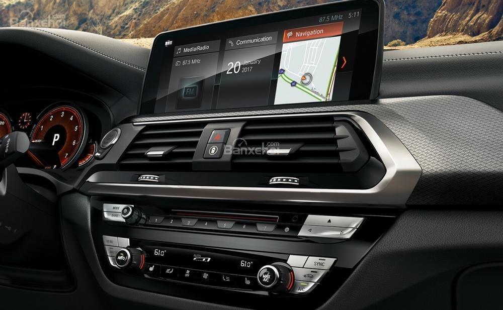 Khu vực bảng điều khiển trung tâm xe BMW X3 2018