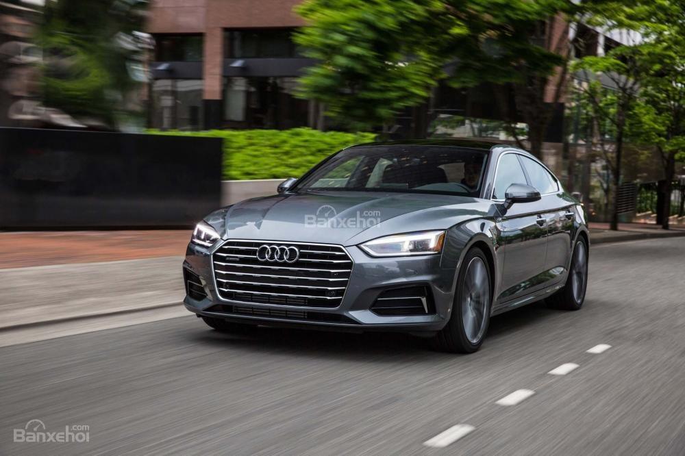 Audi A5 2018 tiếp tục ghi điểm nhờ hệ thống  dẫn động 4 bánh toàn thời gian Quattro.