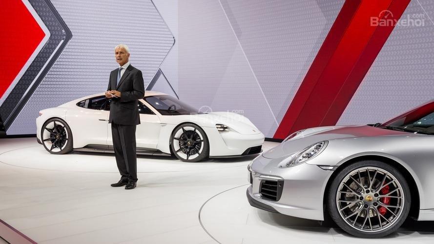 Porsche hứa hẹn thiết lập tiêu chuẩn mới cho xe điện.