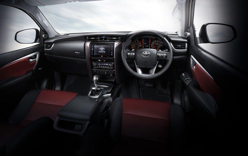 Nội thất Toyota Fortuner 2018 .