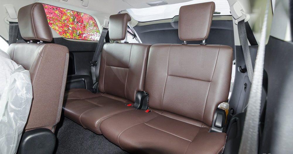 So sánh xe Hyundai Santa Fe 2017 và Toyota Fortuner 2017 về ghế xe 8