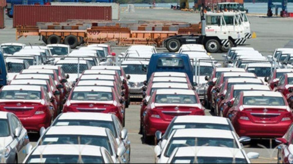 Sản xuất ô tô trong nước tụt dốc vì tâm lí đợi thuế.