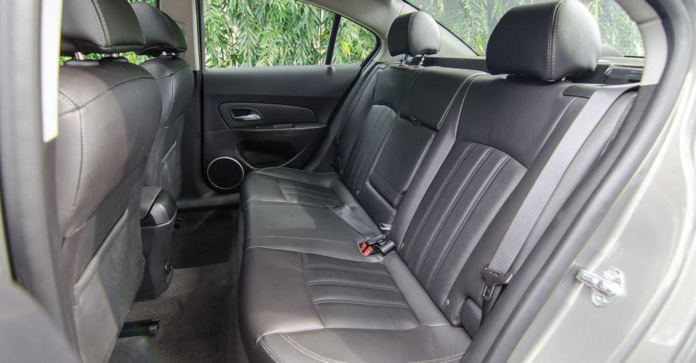 So sánh xe Hyundai Elantra 2018 và Chevrolet Cruze 2018 về ghế lái: Chevrolet Cruze 2018 dùng ghế chỉnh cơ 6 hướng 3