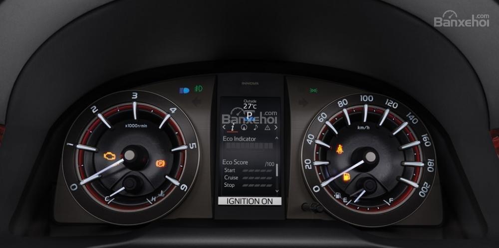 Đánh giá xe Toyota Innova Venturer 2018 về thiết kế nội thất a1