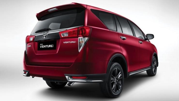 Đuôi xe Toyota Innova Venturer 2018