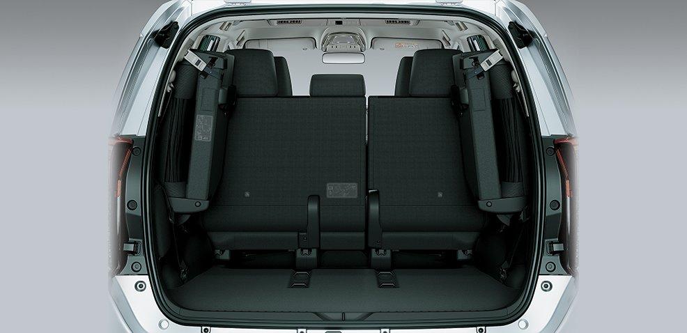 khoang hành lý Toyota Innova Venturer 2018