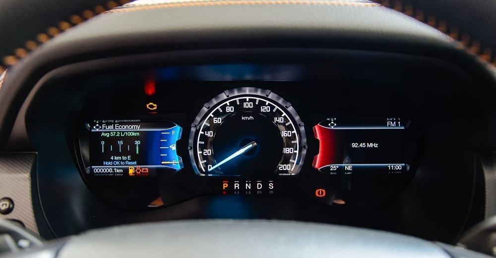 Ảnh chụp cụm đồng hồ xe Ford Ranger Wildtrak 2018