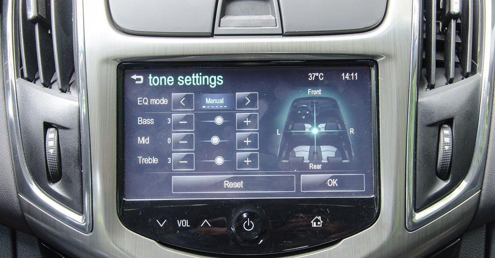 So sánh xe Chevrolet Cruze 2018 và Kia Cerato 2018 về trang bị giải trí.