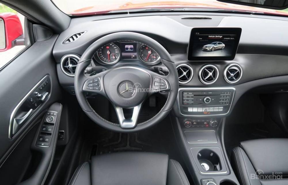 Đánh giá xe Mercedes-Benz CLA-Class 2018: Nội thất xe.