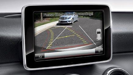 Đánh giá xe Mercedes-Benz CLA-Class 2018: Xe được trang bị camera lùi.