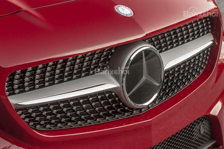 Đánh giá xe Mercedes-Benz CLA-Class 2018: Lưới tản nhiệt.