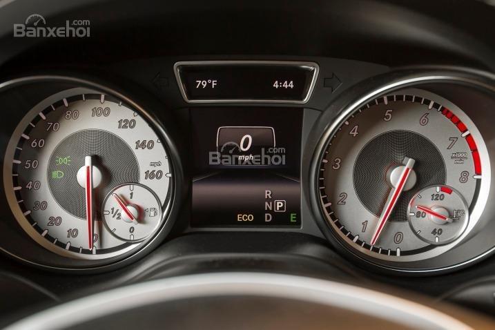 Đánh giá xe Mercedes-Benz CLA-Class 2018: Cụm đồng hồ.