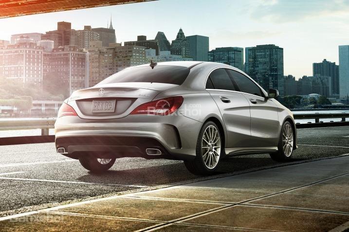Đánh giá xe Mercedes-Benz CLA-Class 2018: Xe cho cảm giác lái chắc chắn.