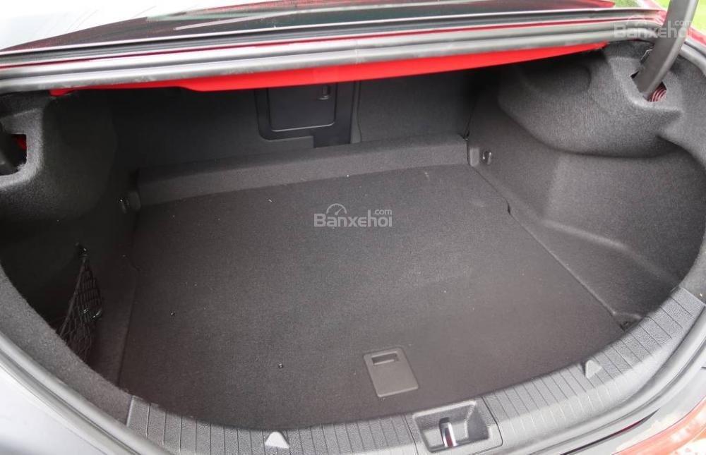 Đánh giá xe Mercedes-Benz CLA-Class 2018: Diện tích khoang hành lý khá rộng.