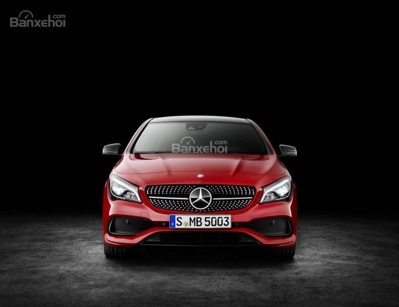Đánh giá xe Mercedes-Benz CLA-Class 2018: Đầu xe.