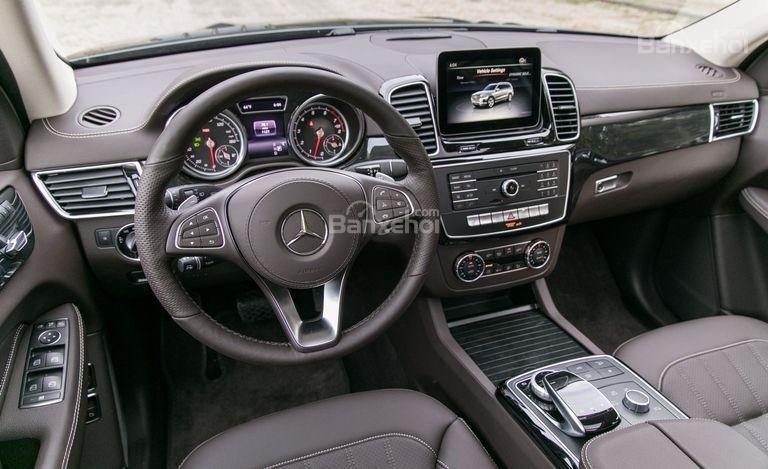 Đánh giá xe Mercedes-Benz GLS Class 2018 về khu vực điều khiển trung tâm 1a