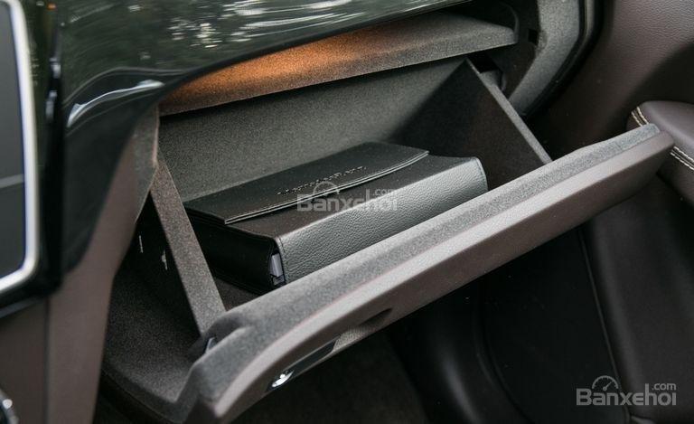 Đánh giá xe Mercedes-Benz GLS Class 2018: Các hộc chứa đồ ở khoang cabin a2