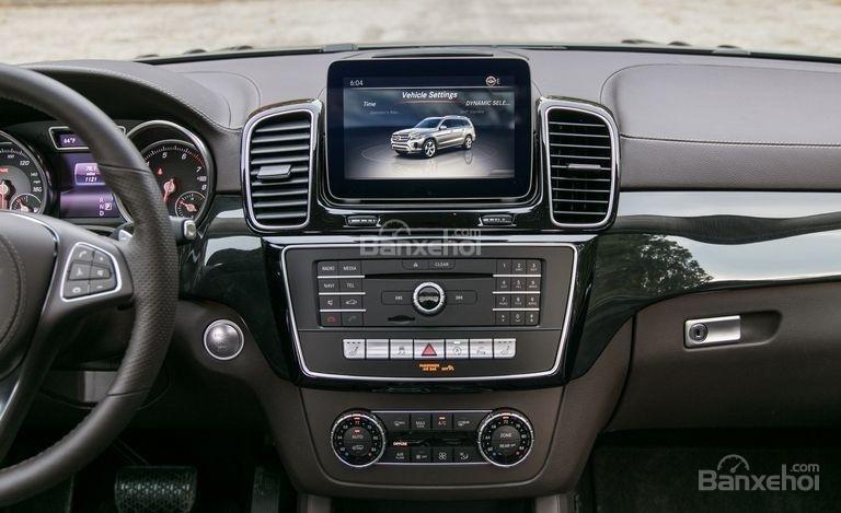Khu vực điều khiển trung tâm xe Mercedes-Benz GLS Class 2018