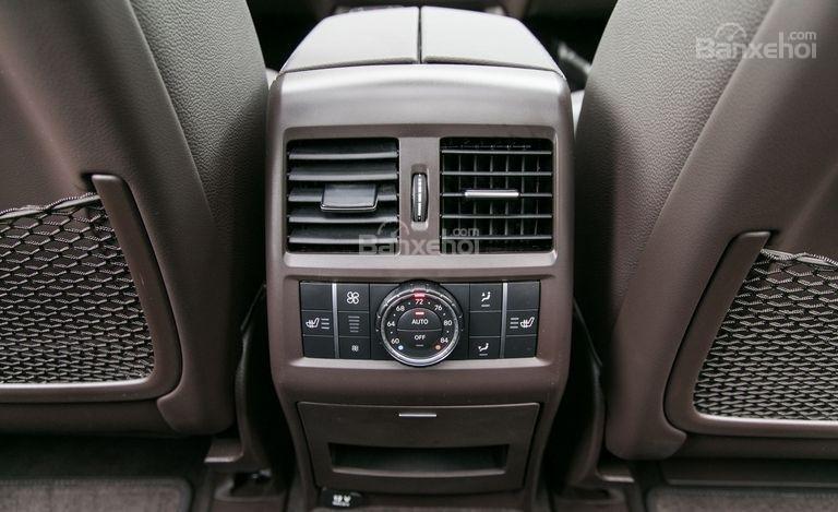 Đánh giá xe Mercedes-Benz GLS Class 2018: Cửa gió điều hòa cho hàng ghế sau.