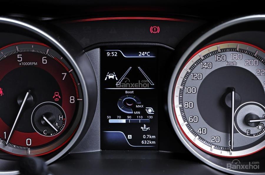 Đánh giá xe Suzuki Swift Sport 2018 về cụm đồng hồ lái.