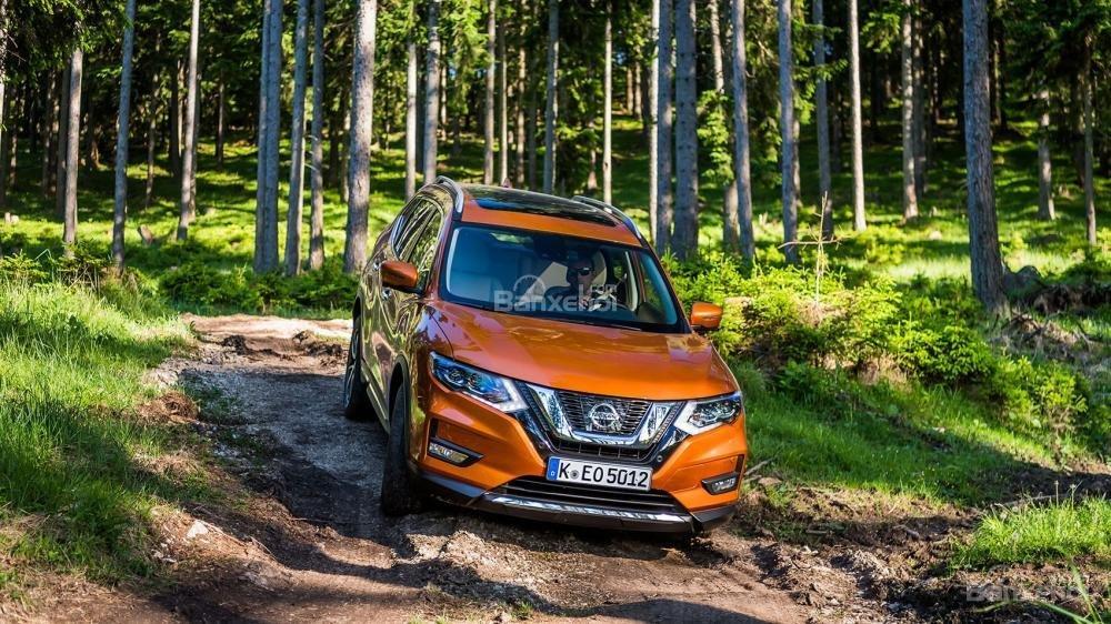 Nissan X-Trail 2018 có ưu điểm: bán kính góc quay xe nhỏ, vô-lăng vừa tay và tầm nhìn tốt.