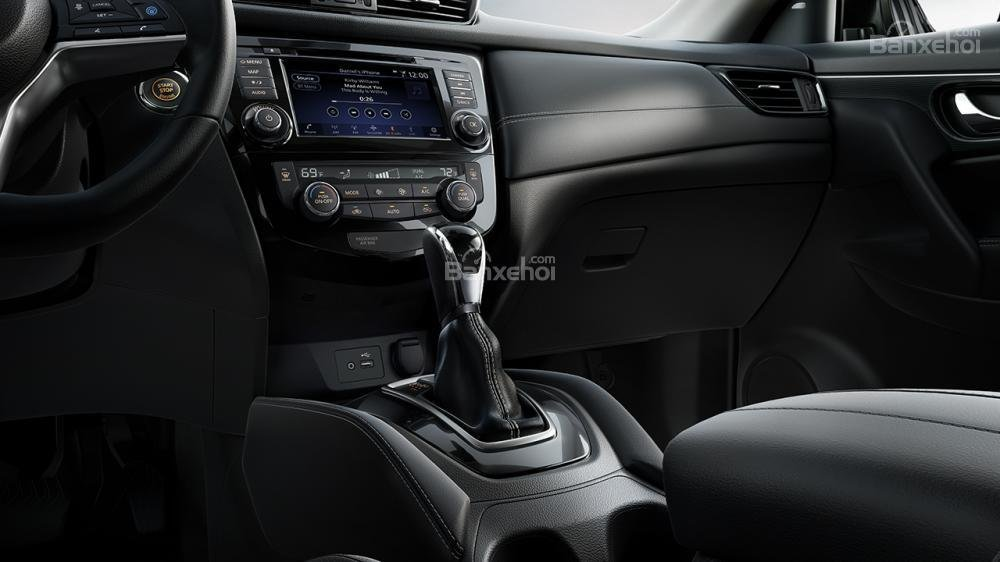 Đánh giá xe Nissan X-Trail 2018 về bảng điều khiển trung tâm a2