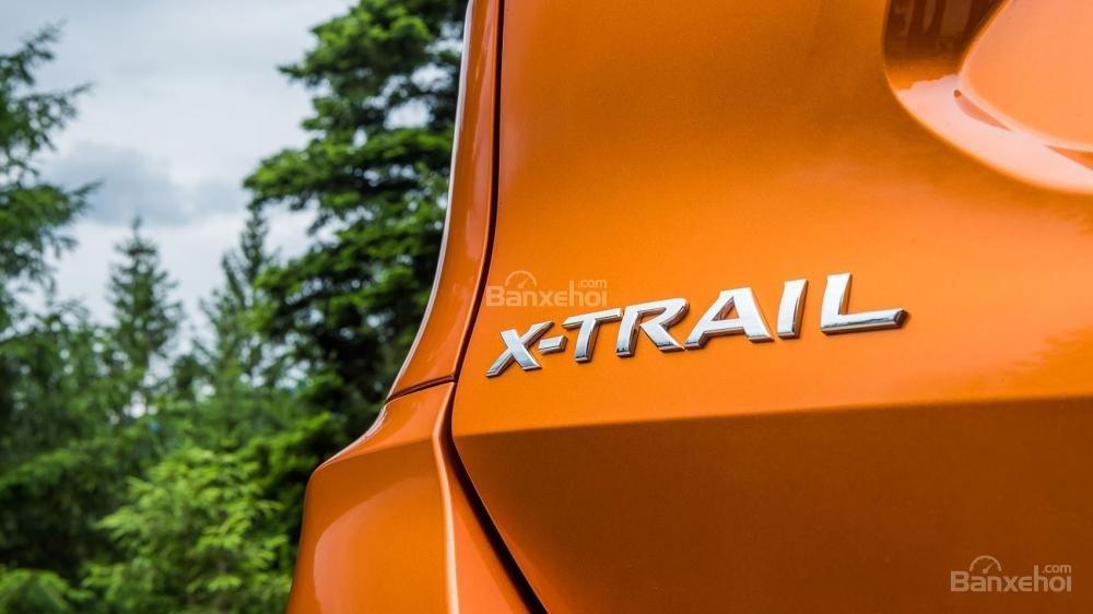 Logo X-Trail ở phía đuôi xe Nissan X-Trail 2018