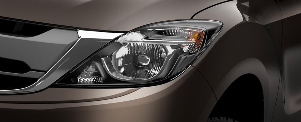 Ảnh chụp đèn pha xe Mazda BT-50 2018