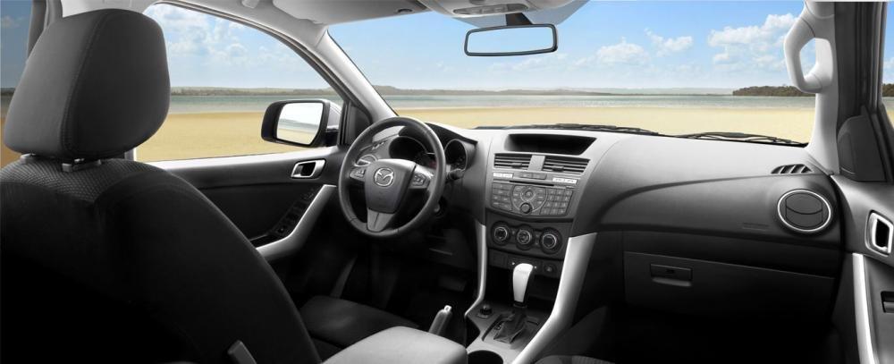 Ảnh chụp nội thất xe Mazda BT-50 2018