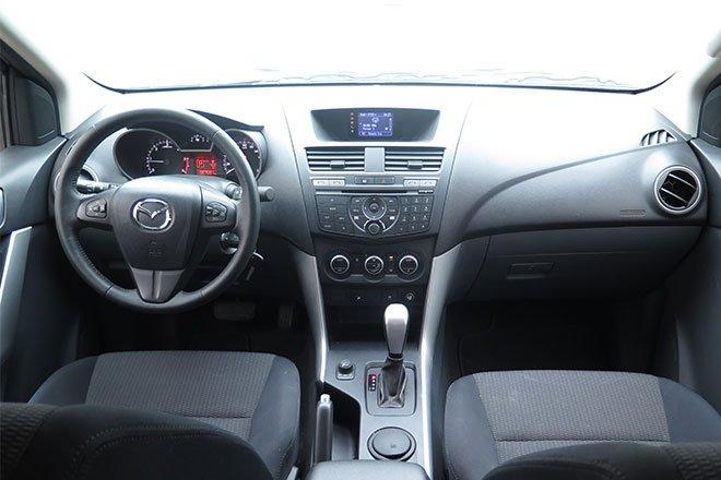 Hình ảnh bảng táp-lô xe Mazda BT-50 2018