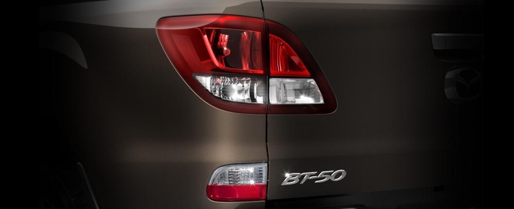 Ảnh chụp đèn hậu xe Mazda BT-50 2018