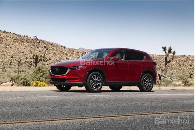 So sánh xe Nissan X-Trail  2018 và Mazda CX-5 2018 về cảm giác lái.