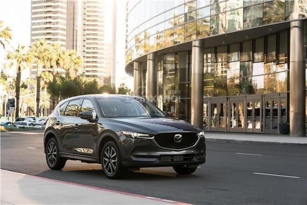 Mazda CX-5 2018 được đánh giá nổi trội hơn so với Nissan X-Trail 2018 .