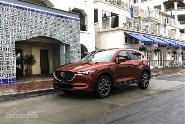 So sánh xe Mazda CX-5 2018 và Nissan X-Trail 2018 về khả năng ké0..