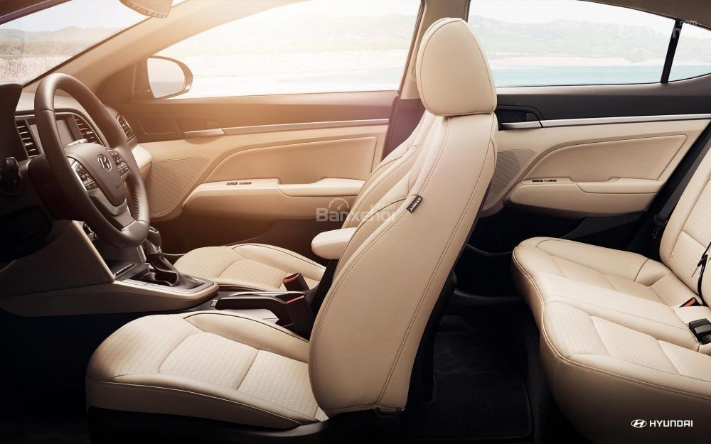 Đánh giá xe Hyundai Elantra 2018 về hệ thống ghế ngồi a1