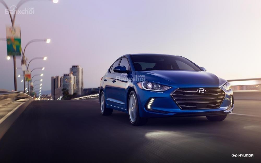 Đánh giá xe Hyundai Elantra 2018 về động cơ.